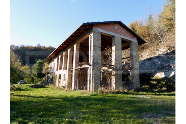 Cascina con terreni in Alta Langa